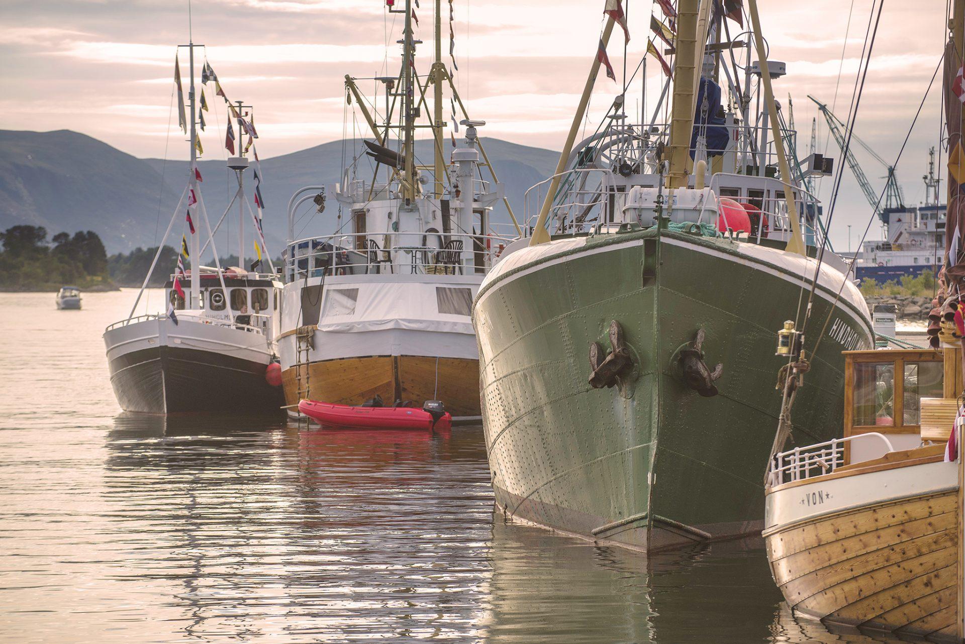 Fiske-båtar-i-ulsteinvik